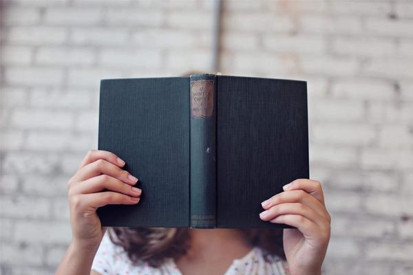 Tuổi Trẻ Đang Héo Mòn Bởi Công Nghệ? Hãy Ngồi Lại Và Đọc 5 Cuốn Sách Kỹ Năng Này Để Không Phải Hối Tiếc