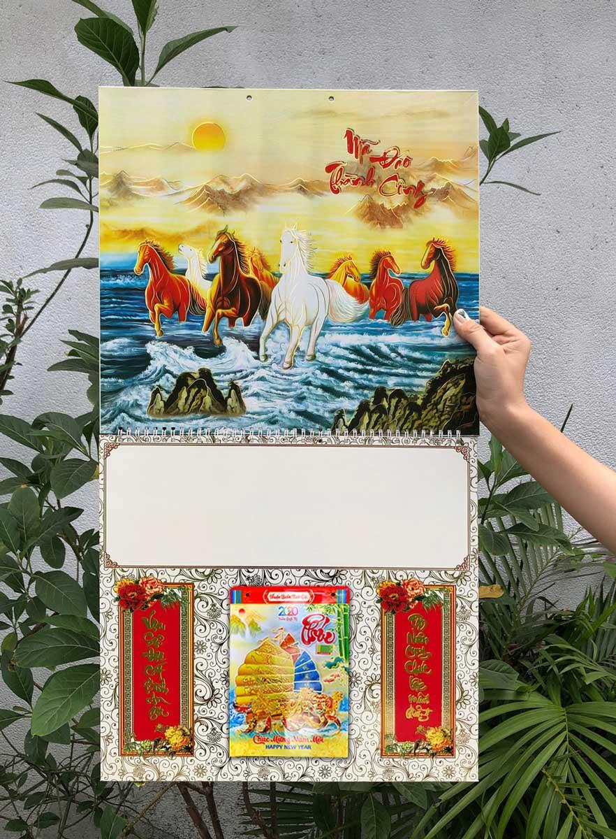 Bìa Treo Lịch Lò Xo Giữa Bế Nổi (37x68cm) Gắn Bloc Lịch 2020 (14.5x20.5 cm) - NS104 (Đã Bao Gồm Bloc)