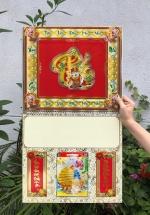 Bìa Khung Treo Lịch Lò Xo Giữa Bế Nổi (37x68 cm) Gắn Bloc Lịch 2020 (14.5x20.5 cm) - NS113 (Đã Bao Gồm Bloc)